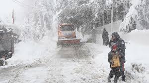 Për shkak të borës mbyllen shkollat në këtë vend