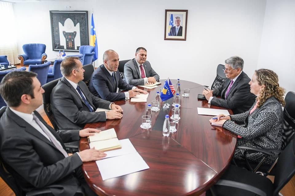 Haradinaj takohet me ambasadorin amerikan, ja çka diskutuan