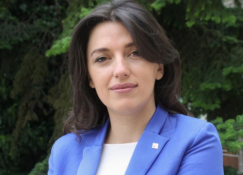 Festë në familjen e deputetes Albulena Haxhiu
