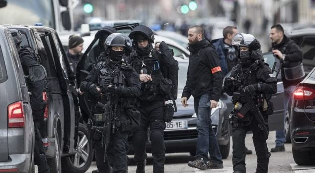 Policia franceze qëllon për vdekje autorin e sulmit në Strasburg