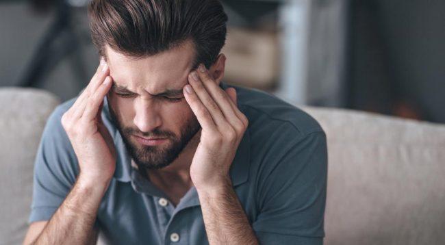 7 shenjat që paralajmërojnë se dhimbja e kokës është serioze dhe duhet të shkoni menjëherë tek një mjek