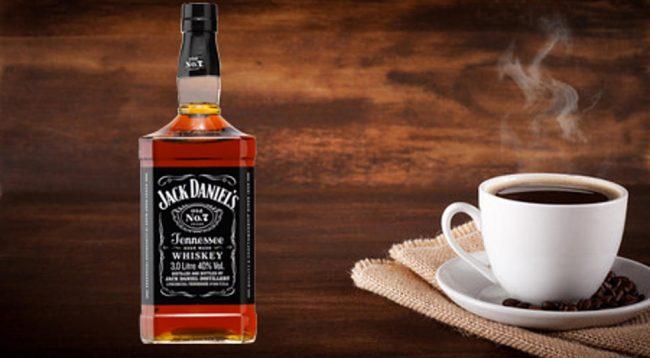 Studiuesit: Alkooli dhe kafeja mund të jenë çelësi i të jetuarit gjatë