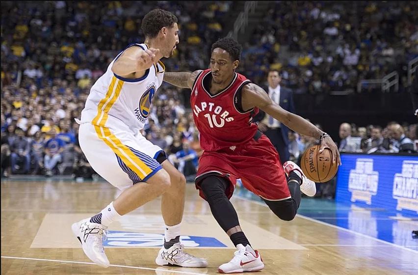 Toronto fiton duelin e ekipeve kryesuese, turpëron kampionët