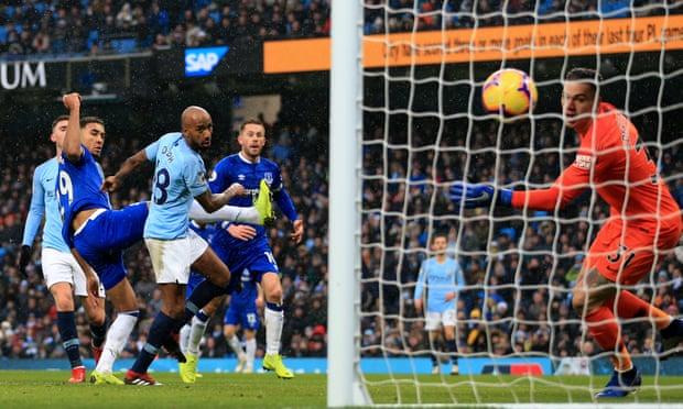 """Kampionët e Anglisë """"rrahin"""" Evertonin, rikthehen në krye"""