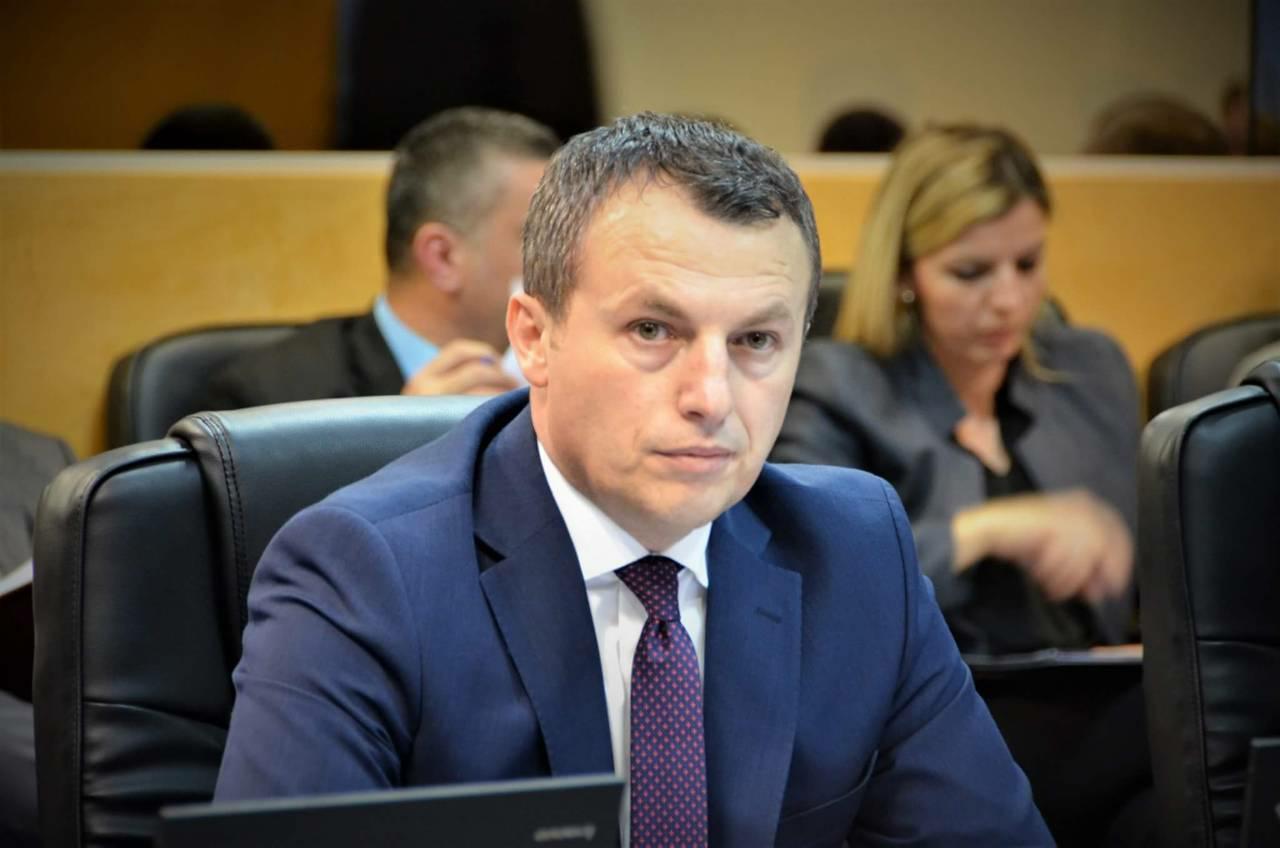 Ministri Skender Reçica shpjegon se si mund të fillojë aplikim i shtesave për fëmijë