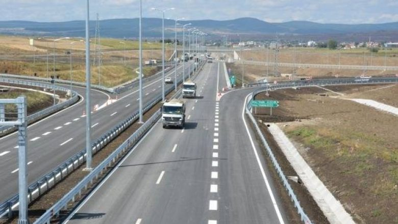 """""""Lëshohet"""" për qarkullim autostrada Prishtinë-Shkup"""