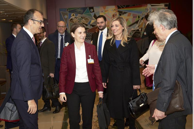 EUobserver: Serbia kërcënon të pushtojë Kosovën, duke nxitur kujtime të këqija