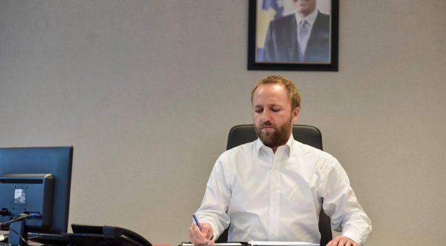 Tahiri iu shkruan Hahnit dhe Avramopoulos për reformat në drejtësi si kriter i përmbushur për viza