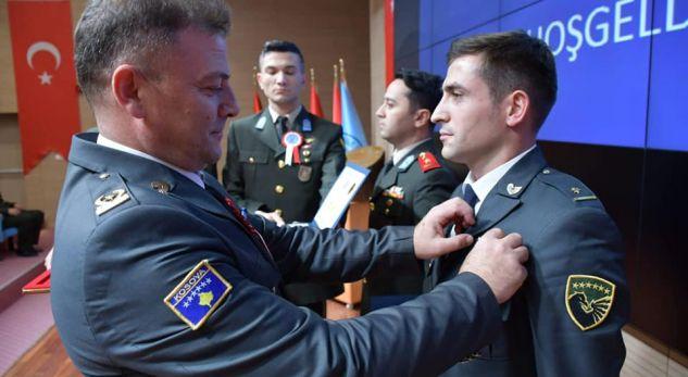 Diplomon piloti i parë i FSK-së