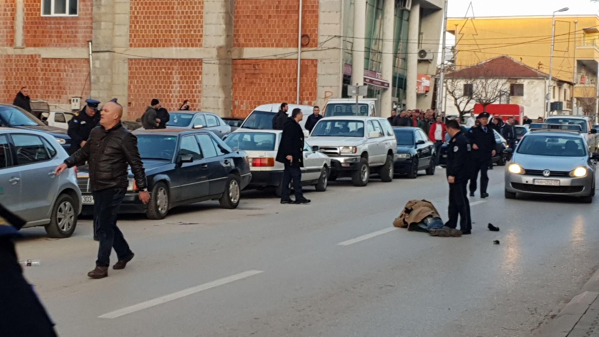 Policia jep të gjitha detajet se çka ndodhi në Istog ku mbetën të vrarë një polic dhe hajni