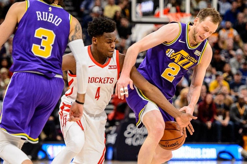 """Jazz zhyt në krizë ekipin e Houston, """"poker"""" fitoresh për Boston"""