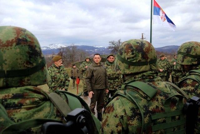 Ushtria serbe vendoset në kufijtë e Kosovës me dy regjimente