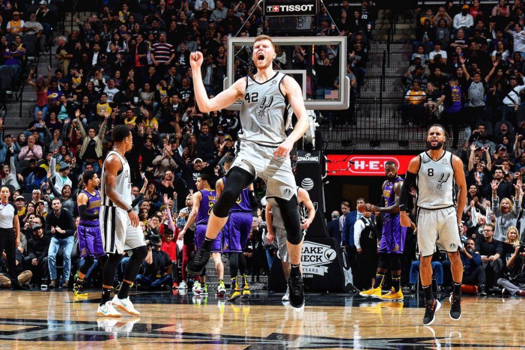 San Antonio mposht LA Lakers, fitojnë Golden State e Philadelphia