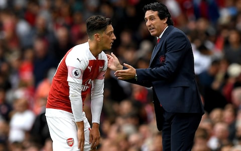 Emery i jep ultimatum Mesut Ozil-it