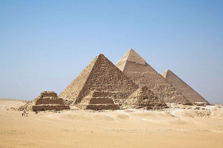 Dy turistë vdesin pas shpërthimit të bombës afër piramidave në Egjipt