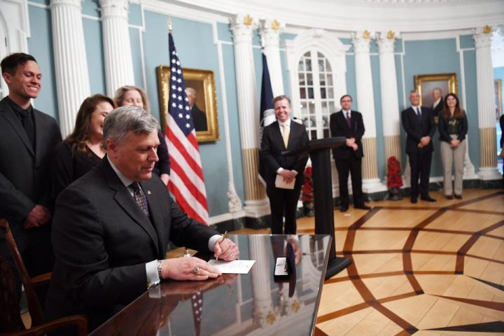 Ambasadori amerikan tregon vija të kuqe për marrëveshjet Kosovë-Serbi