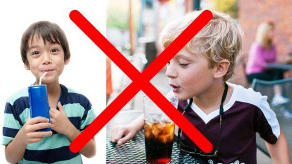 Mjaft u dhatë pije të gazuara fëmijëve, nuk e keni idenë se çfarë dëme po u shkaktoni