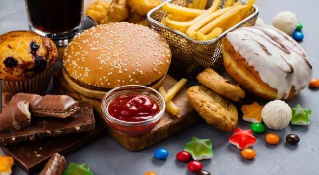 Ushqimet që nuk duhet t'i hani asnjëherë përpara se të flini gjumë