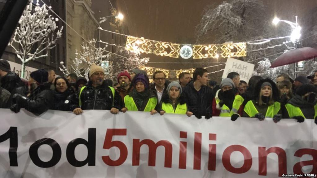 Këto protesta mund ta bëjnë Aleksandër Vuçiqin ta harrojë Kosovën