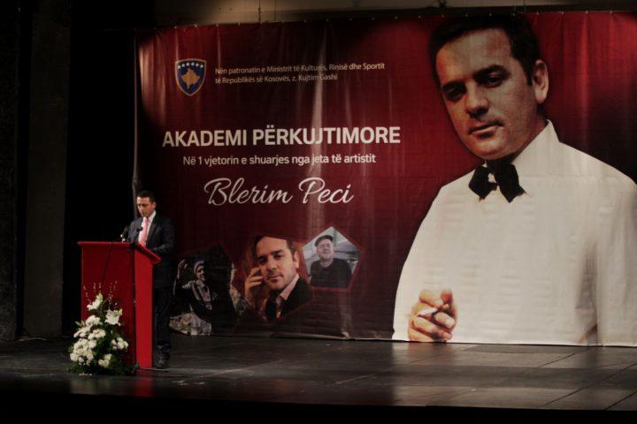 Mbahet akademi përkujtimore në nderim tëartistit Blerim Peci