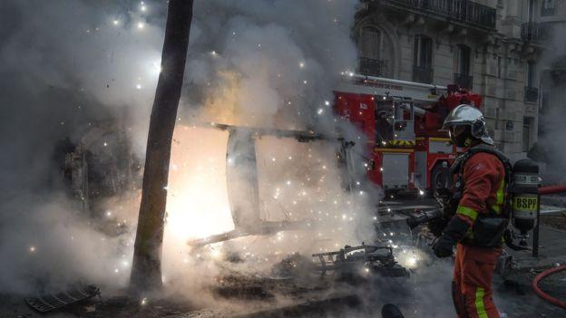 Arrin në 50 numri i të lënduarve në Francë
