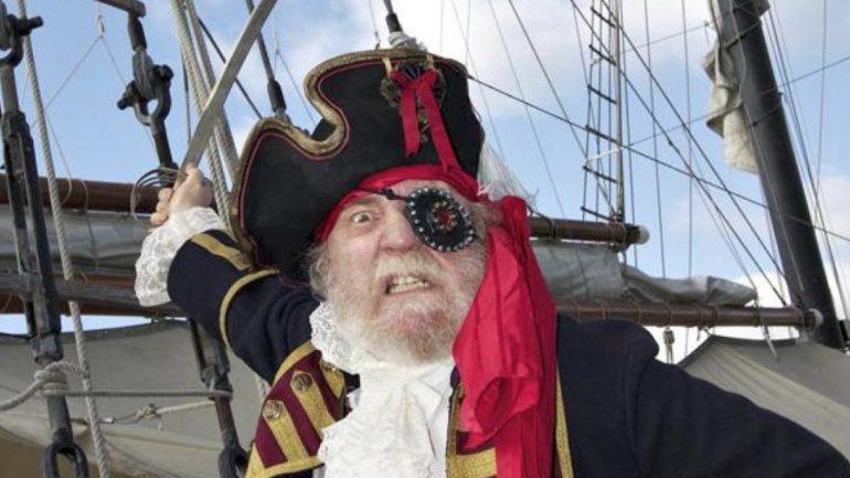 Përse piratët mbuloninvazhdimisht njërin sy?