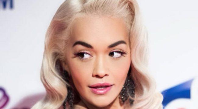 Rita Ora mahniti të gjithë me këtë veshje në mbrëmjen 'Prada'