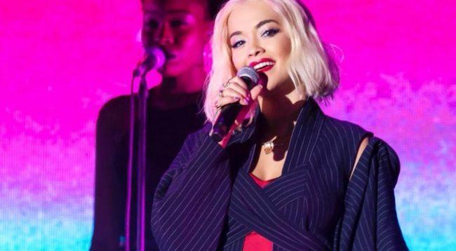 Rita Ora shkëlqeu mbrëmë në Berlin, kështu po dukej