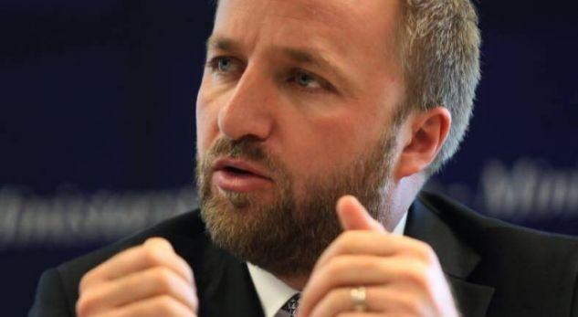 Abelard Tahiri tallet me opozitën: S'ka iniciativë serioze për rrëzimin e Qeverisë