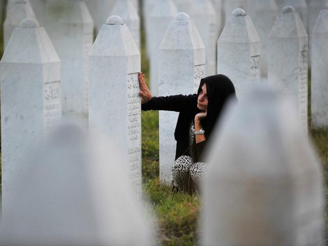 Kryeprokurori i Hagës dënon mohimin e gjenocidit në Srebrenicë