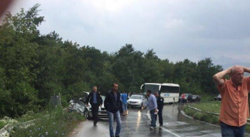 Dy të vdekur, shumë të lënduar dhe shumë gjoba në trafik për 24 orë