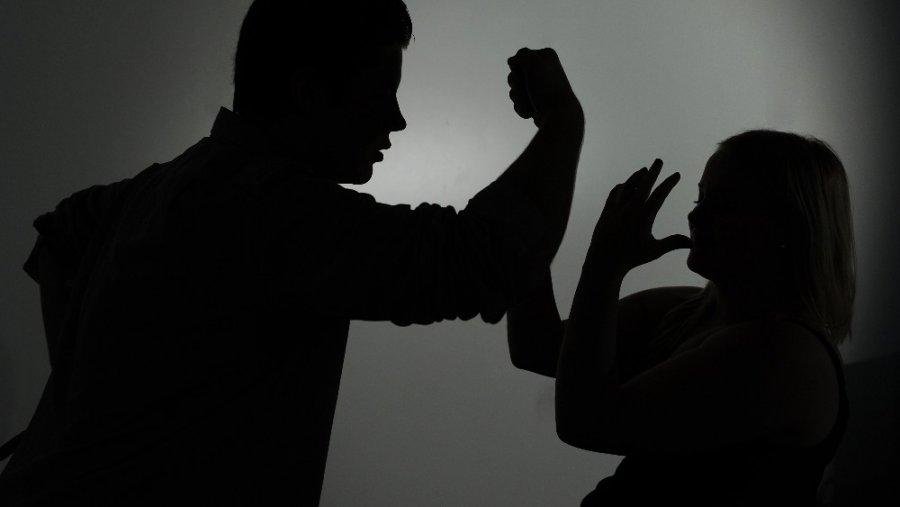 Rrëfimi i viktimës së dhunës në familje: Nëse nuk më mban strehimorja unë do të bëjë vetëvrasje