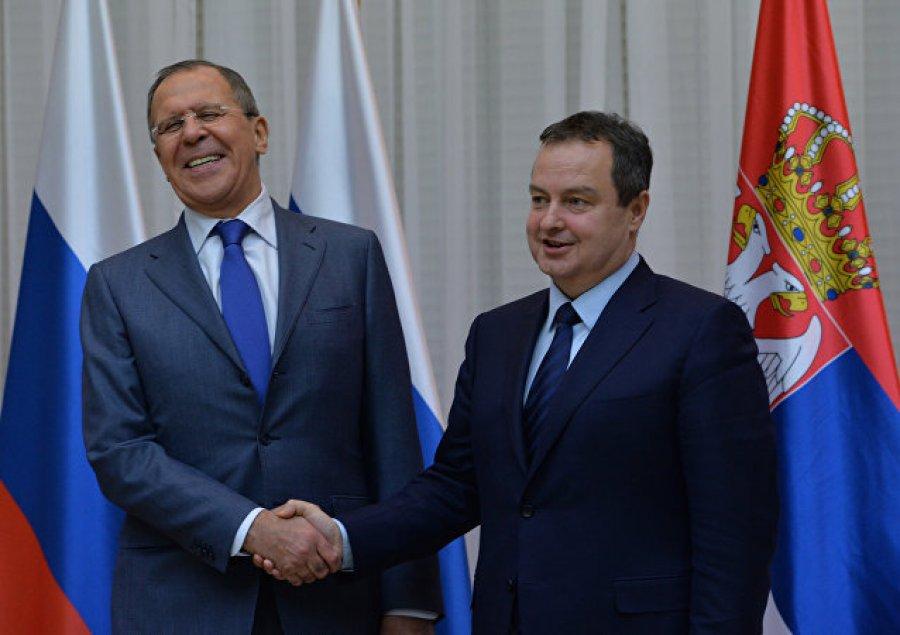 Lavrov: Rusia do të punojë bashkë me Serbinë rreth Kosovës