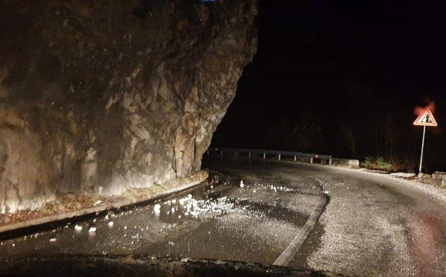 Rrëshqitje gurësh në rrugën nga Prizreni në Prevallë