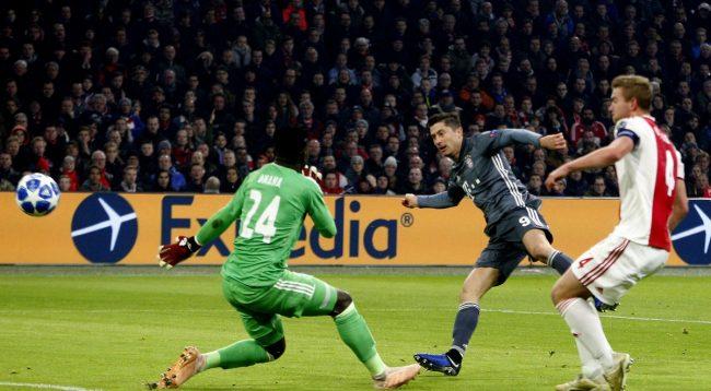 Bayern kalon si lidere pas barazimit te çmendur me Ajaxin, edhe City e para