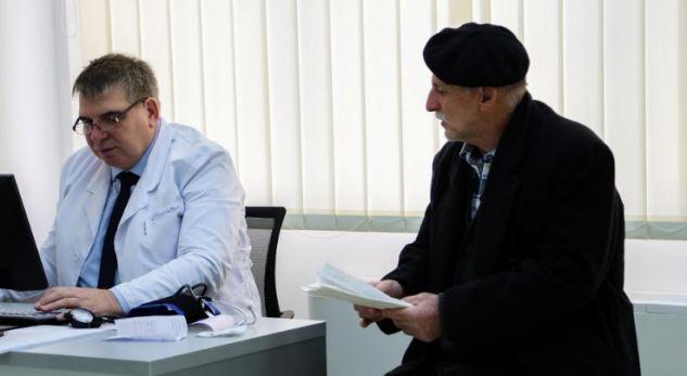 """Mungesa e kardiologëve """"detyron"""" drejtorin e SHSKUK-së që ta vesh mantelin e bardhë"""