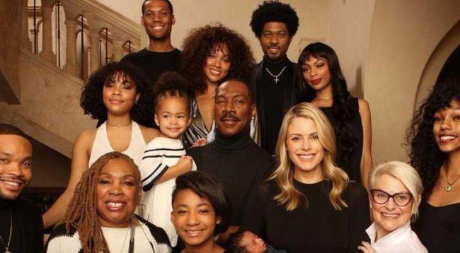 Aktori i njohur pozon për herë të parë me dhjetë fëmijët e tij
