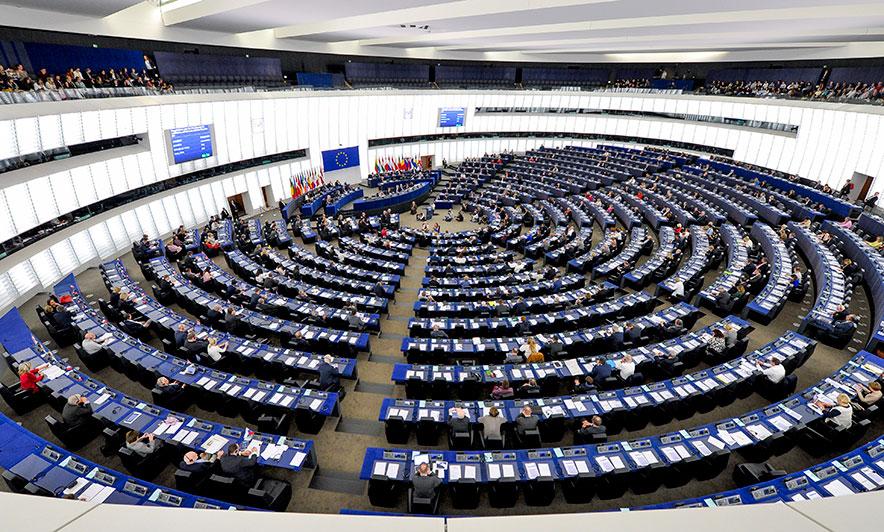 """Paniku në Strasburg, europarlamentarët """"ngujohen"""" brenda PE-së"""