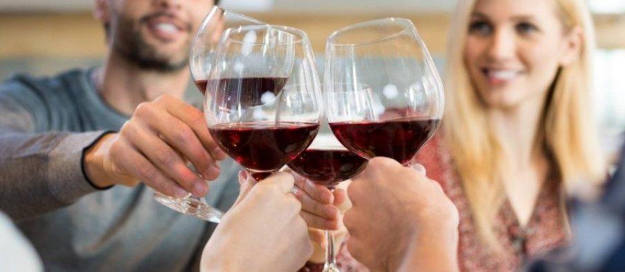 Çfarë duhet të hani para se të pini alkool
