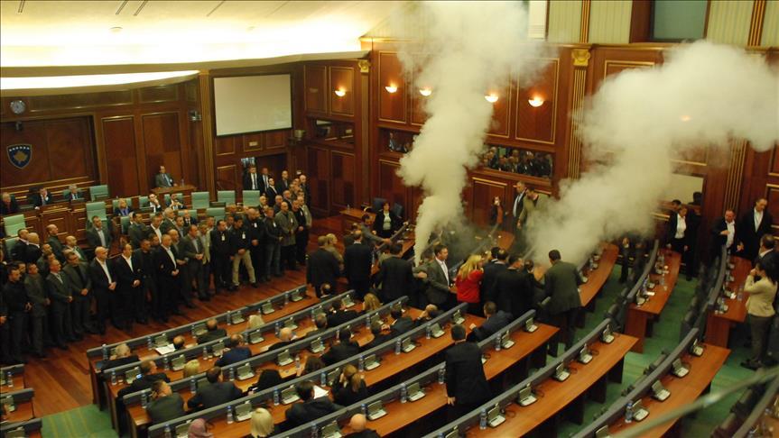 Deputetë opozitarë që sot iu bashkuan Qeverisë në dialog, sot tre vjet me gaz lotsjellës kundërshtonin atë