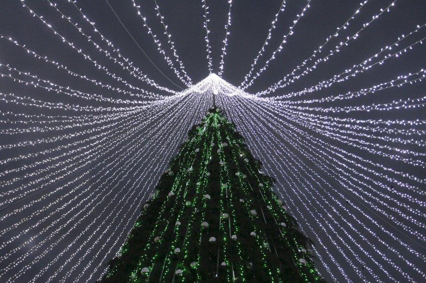 """Kështu mund të thoni """"Gëzuar Krishtlindjet"""" në disa gjuhë të botës"""