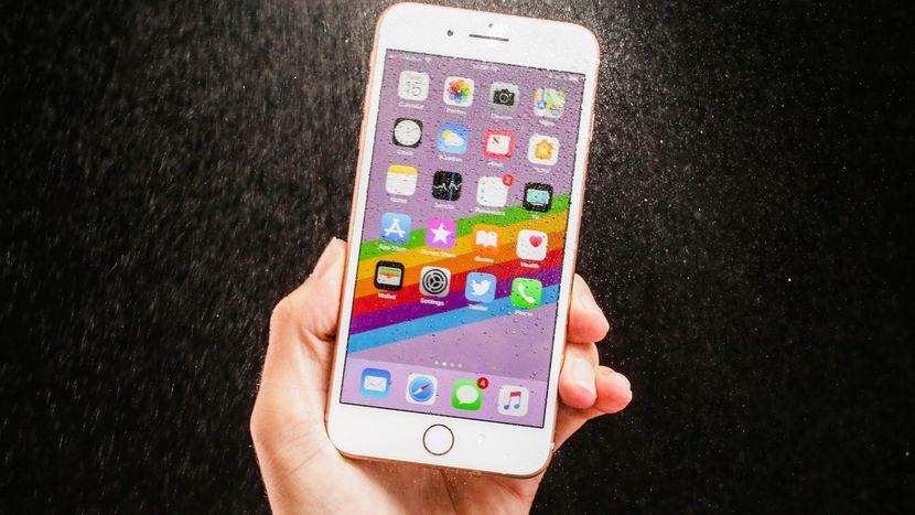 Apple ka ekzagjëruar jetëgjatësinë e baterisë të linjës së re të iPhone