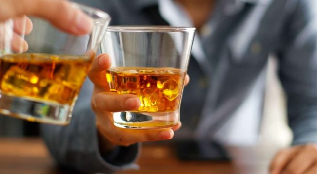 Studimi: Konsumi i alkoolit ju ndihmon të mësoni gjuhë të reja