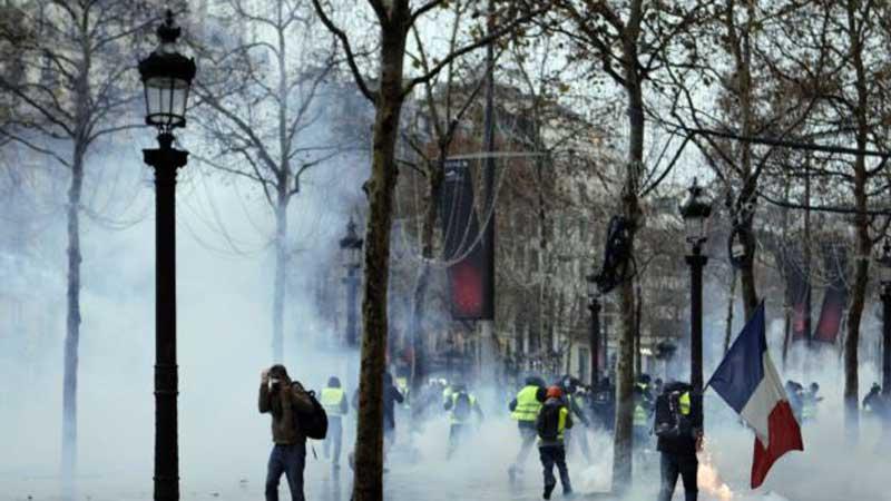 Francë, bie vrulli i protestave të jelekëverdhëve