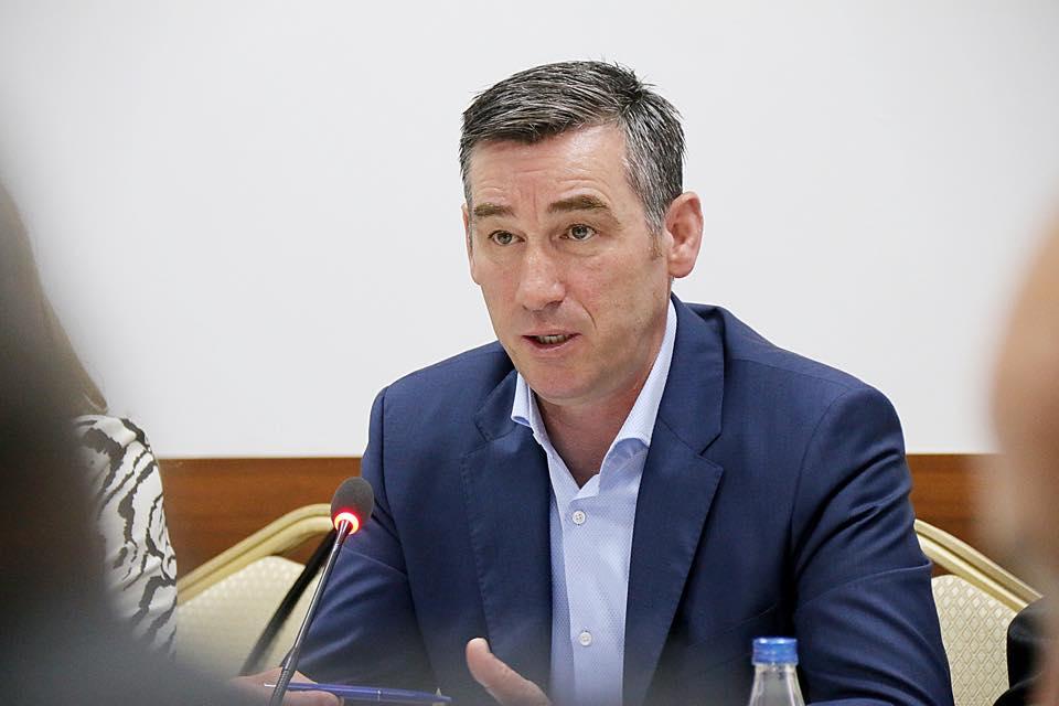 Veseli thumbon Haradinajn: Taksa po përdoret për konsum të brendshëm