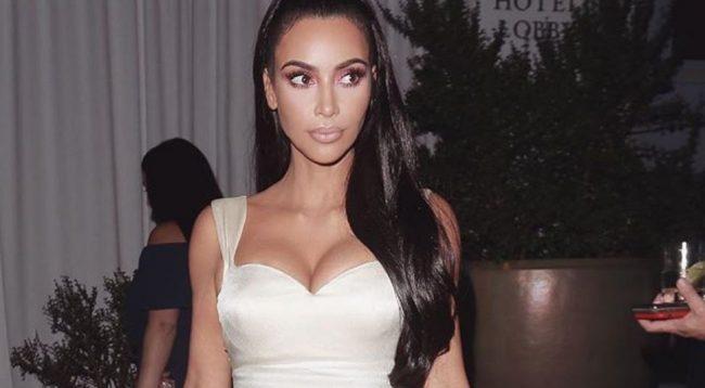 Fustani transparent i Kim Kardashian po 'çmend' rrjetin, a ka veshur diçka nën të?