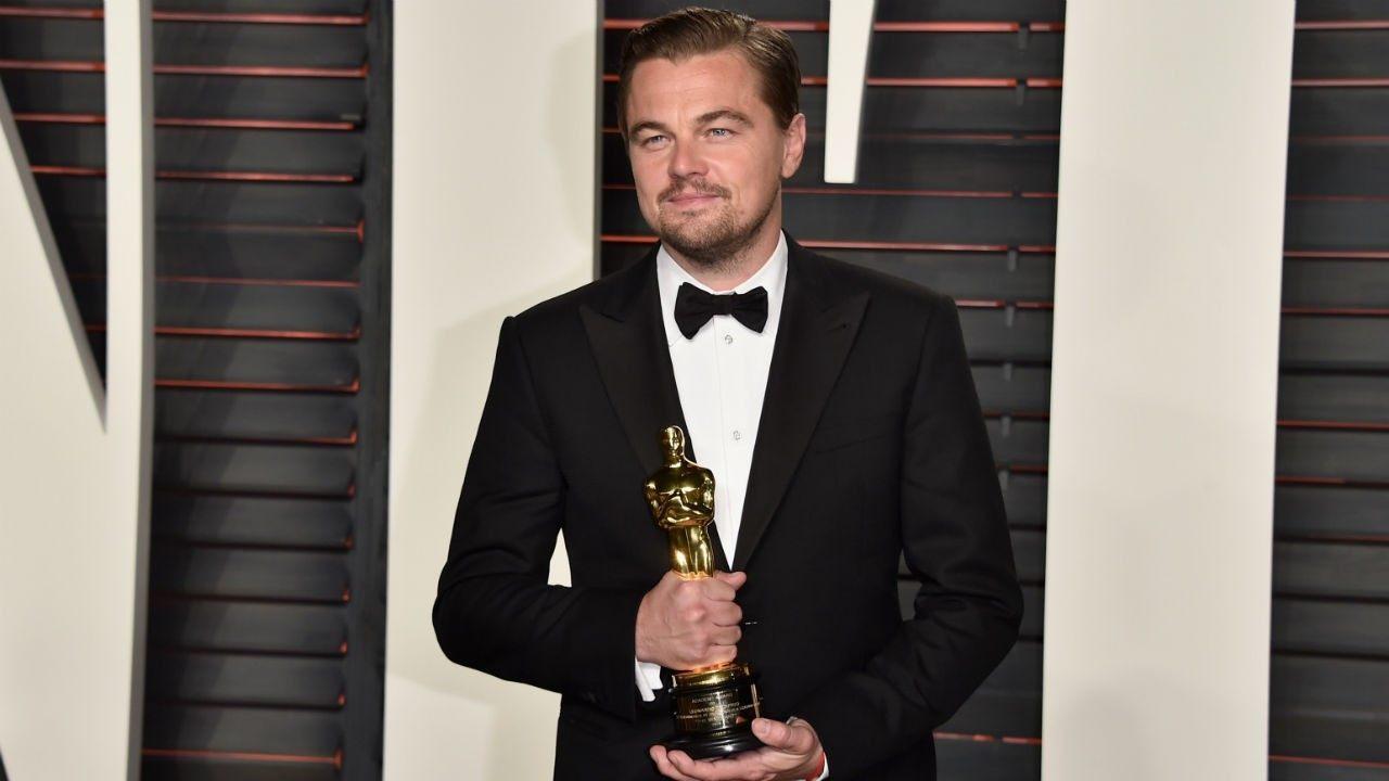 DiCaprio detyrohet ta kthejë statujën e Oscarit që e ka marrë si dhuratë