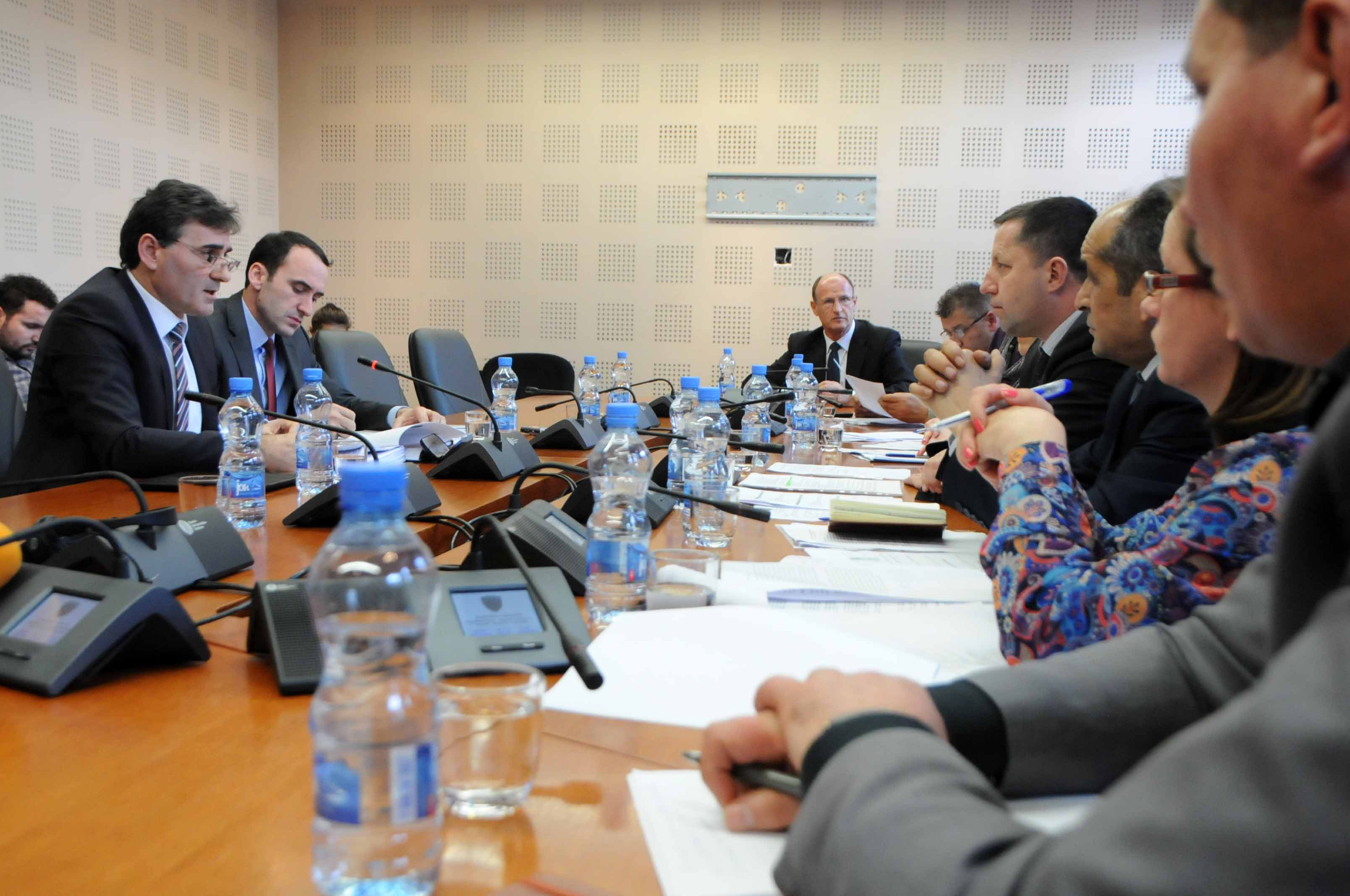 Nuk aprovohen rekomandimet e Presidentit nga Komisioni për Administratë Publike