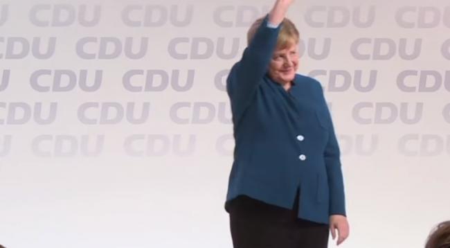 9 minuta duartrokitje për Merkel, ajo shpërthen në lot