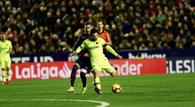 Messi me het-trik në fitoren e thellë të Barcelonës ndaj Levantes